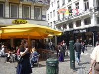 Брюссель.  В  таких   кафе  под  открытым  небом с неблагозвучным  названием(  если учесть  русский  смысл слова Panos)  продают  очень  вкусные  большие ...