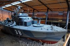 Самый большой экспонат Морского музея - настоящее боевое судно