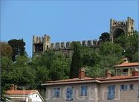 Главная достопримечательность города - крепостная стена.