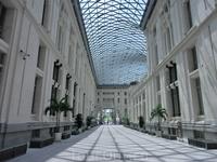 Оказалось, что это воздушное здание, которое мне очень напомнило Palacio de Cristal в парке Ретиро, куда я и направлялась.