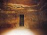 Внутри Эль-Хазне пусто
