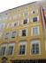 Самый знаменитый дом Австрии. Окна на четвертом этаже - место рождения великого Моцарта