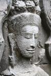 Такое изображение абсары (небесной танцовщицы) можно встретить в любой части храма (Камбоджа)