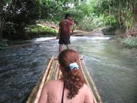 наш достаточно спокойный рафтинг на бамбуковых плотах) Зато можно было насладиться окружающими джунглями