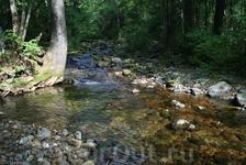 Начало, до водопада семь километров по тропинкам вдоль Еламовского ключа.