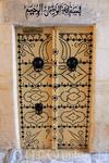 если я правильно поняла нашего проводника, этой двери более 1000 лет