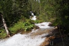 """Ручей """"Водопадный"""", вытакает из озера 1620,7 м."""