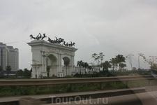 Триумфальная арка в Ханое