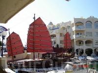 """""""Алые паруса"""" в порту Беналмадены. Созерцая такие живые картинки, проникаешься каким-то особым духом путешественника. Хотя, пожалуй, заядлым путешественникам ..."""