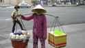 Сайгон. Продажа кокосового молока.
