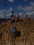 а рядом - песчаная детская гора для покорителей вершин)