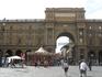 Площадь Республики во Флоренции. А карусель как в Париже. )