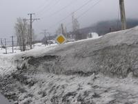 просто показать, сколько снега в самом поселке. Конечно, уже апрель и снег далеко не белый)