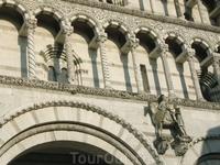 Элементы декора Собора Мартина Турского, почти все колонны разные