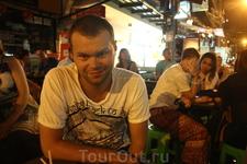 В одном из баров на Каосан Роад разговорились с парнем из Чехии