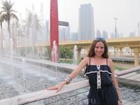 возле Дубай Молл