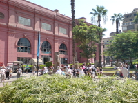 Фасад Каирского музея с мумиями...