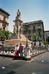 г.Катания, у памятника Беллини