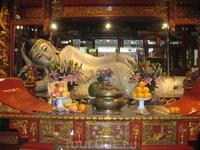 Нефритовая статуя Буды была привезена монахом из Бирмы