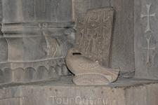 Армения.Монастырь ГандзасарМонастырь сильно пострадал в период военного конфликта в 1991—1994 в результате действия азербайджанской дальнобойной артиллерии ...