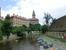 Еще пара минут на то, чтоб полюбоваться башенкой и поглазеть на сплавляющихся по Влтаве туристов.