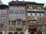 Практически все дома расписаны на различные сюжеты - из жизни, из истории, из религии