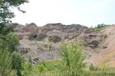Змеиногорский рудник.  Змеиногорское месторождение продолжительное время считалось главным на Алтае серебро- и золотосодержащим. Змеиногорское месторождение ...