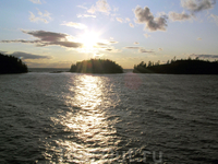 острова, облака и солнце