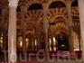 """Зал """"Тысяча колонн"""" в мечети Кордовы."""
