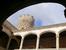 Внутренний двор дворца, El Patio de Armas на который открывается вид с крытой галереи.