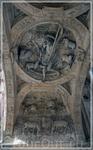 Потолок прохода под аркой. Два циферблата часов расположены слева и справа от фигуры пастуха над наружными свитками эмблемы Руана