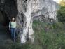 высоко на скалах находятся пещеры, в которых раньше жил отшельник, теперь это место паломничества.