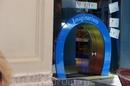 Реус. Детский магазин. Эта маленькая дверка специально для детей. Как Алиса в зазеркалье...