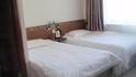 Кровати с очень двухспальные с очень удобными матрасами и белоснежным бельем