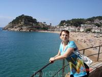 Тосса де мар. Вид на центральный пляж и крепость.