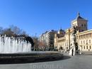 Одна из главных и красивых площадей города - Plaza de Zorrilla. Памятник поэту-романтику на фоне Академии Кавалерии и замечательный фонтан. Нам рассказали ...