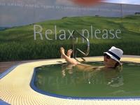 Релакс в небольшом бассейне с термальной водой на крыше отеля Grand Hotel CastroCarо Terme & Spa