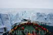 """Завораживающие виды Арктики собирают всех путешественников на открытой палубе """"50 лет Победы""""."""