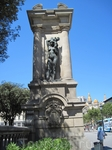 Скульптуры на пл.Каталонии