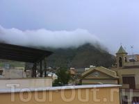 горы чето в облаках)) Вид с терассы на крыше моего дома