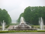Воду в фонтанах включают каждые 15 минут с таким же интервалом