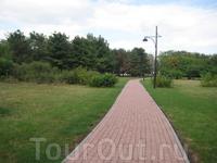 Ботанический сад. Очень красивый, гулять с детьми там сплошное удовольствие.