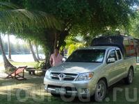 на недорогом авто мы отправились в джунгли острова