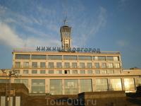 Речной вокзал — комплекс зданий и сооружений для обслуживания пассажиров речного транспорта в Нижнем Новгороде. Расположен на правом берегу при слиянии ...
