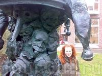 Некая скульптура в центре города.
