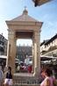 """Верона.Площадь делла Эрбе. Это """"Эдикула"""", стоящая в центре, крытый павильон в древности  был  местом , где  торжественно  вступал  в  должность  глава ..."""