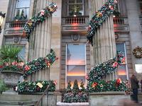 """Вот так перед Рождеством украшают бары, пабы и магазинчики. Этот паб называется """"Дом""""."""