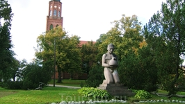 фигура у кафедрального собора