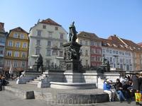 фонтан на главной площади (Хауптплац)