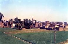 Вид на город Луксор из окна автобуса